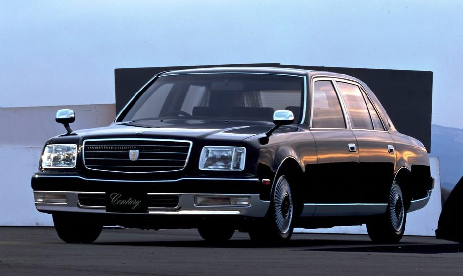 大企業の重役の乗る国産高級車の代名詞は昔センチュリー、今レクサスLSだが、他の自動車会社の重役は何に乗っていた?